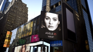 Как проработи стратегията на Адел да не пуска новия си албум в Spotify