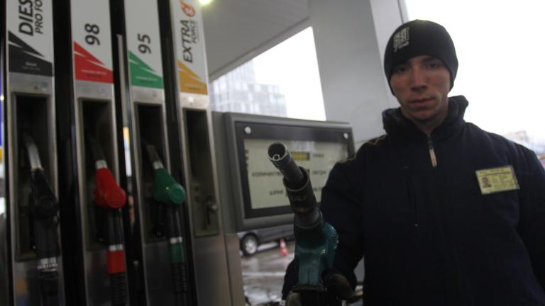 За Нова година: Рекорден скок в цените на горивата