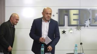 Томислав Дончев: Състезание по бягане не се печели с шарени чорапи