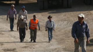 Лек спад на безработицата