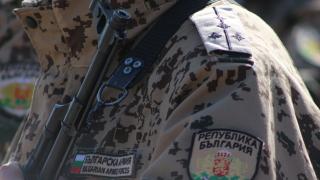 Военни спасиха работник, припаднал на пътя