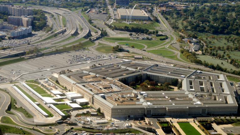 Гласът на Пентагона хвърли оставка