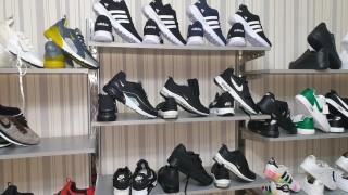 """Пловдивската полиция иззе 345 """"маркови"""" стоки от търговски обект"""
