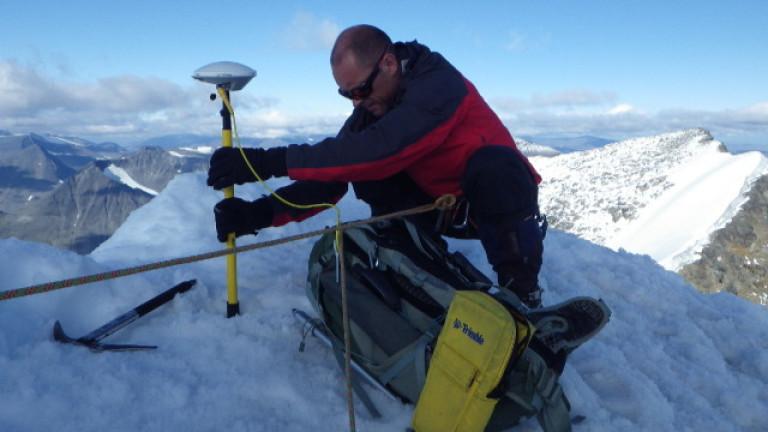 Учени периодично измерват шведския връх