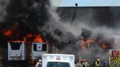 Пожар бушува във фабрика за сникърс