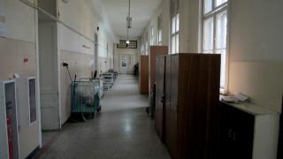 Малките болници затруднени да направят отделения за болни от COVID-19