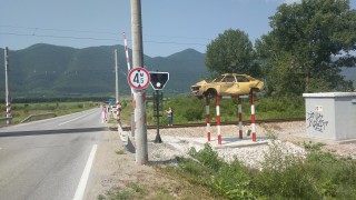 Жена загина при удар между влак и кола на прелез в софийското село Кубратово