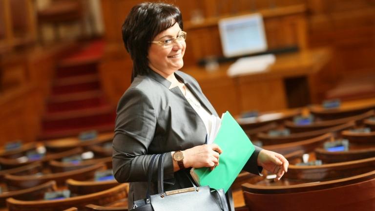 """Кабинетът """"Борисов 3"""" е правителство на подмяната, категорична Нинова"""