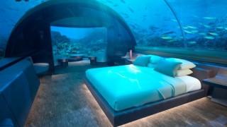Първият изцяло стъклен подводен хотел отваря врати (снимки)