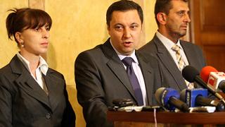 Парламентът да спре работа за два месеца, поиска Янев