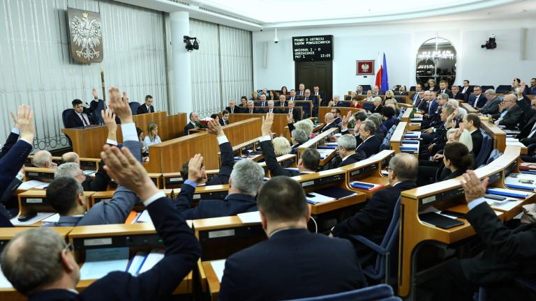 Полският опозиционен сенат отхвърли в петък новият закон, който би