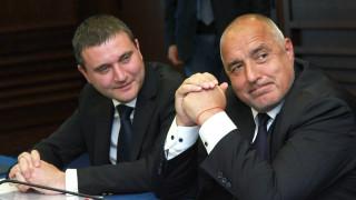 Горанов и Борисов обикалят с джипа из Перник