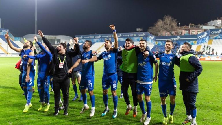 Националът Страхил Попов отново попадна в идеалния отбор на кръга