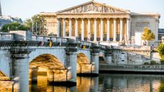 Дебатират пенсионната реформа във френския парламент
