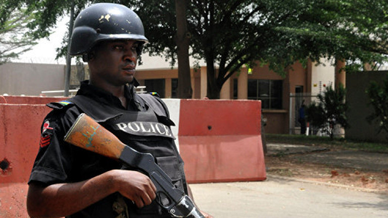 Най-малко 50 загинали при самоубийствен атентат в нигерийска джамия