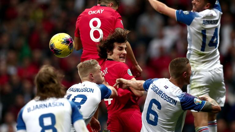 Турция и Исландия завършиха при резултат 0:0 в двубой от