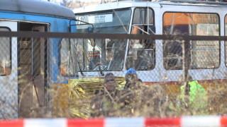 Катастрофа между три трамвая в столицата, има загинал