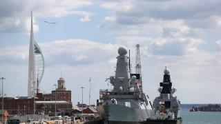 Великобритания изпраща втори боен кораб в Персийския залив за сдържане на Иран