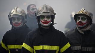 Пожарникари и полицаи се сбиха в центъра на Париж