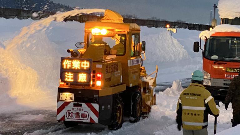 Снежна буря предизвика катастрофа със 130 автомобила в Япония