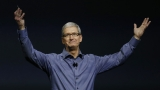 Apple възнагради Тим Кук със $135 милиона, след като направи 5 години като директор