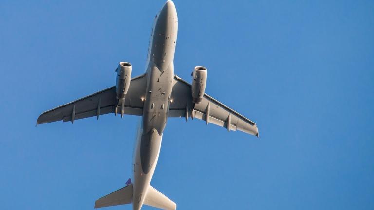 Двигател на български самолет се взриви във въздуха над Италия