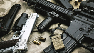 Оръжейното ембарго за Рияд остава
