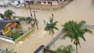 Гигантски вълни заляха Хавана