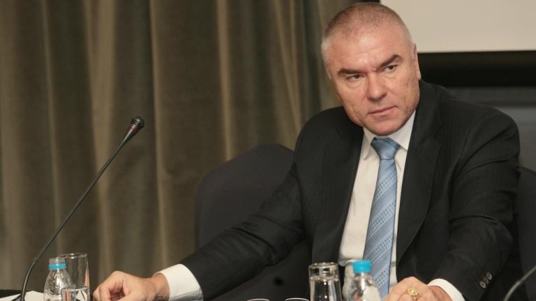 Марешки иска референдум за излизане от НАТО