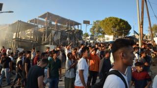Гърция депортира 10 000 мигранти до края на 2020-а
