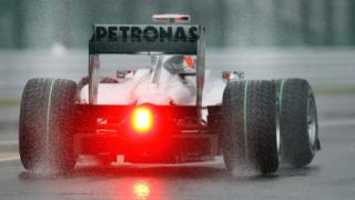 Съдят изскочилия на пистата фен на Формула 1