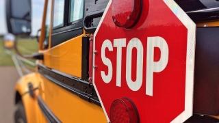Училищен автобус катастрофира в Разградско