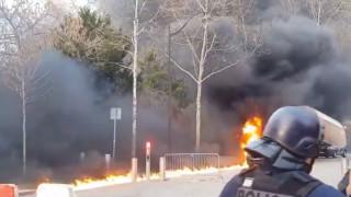 Сблъсъци и запалени автомобили в Париж