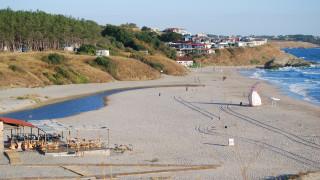 Ангелкова глобява концесионера на плаж Перла заради затъналия джип на брега