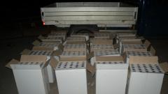 Спипаха 200 000 къса контрабандни цигари в тайник на камион
