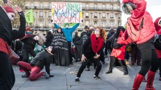 Макрон се ангажира в борбата с насилието над жени