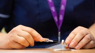 Поставят под съмнение ефективността на ваксината на AstraZeneca при възрастни хора