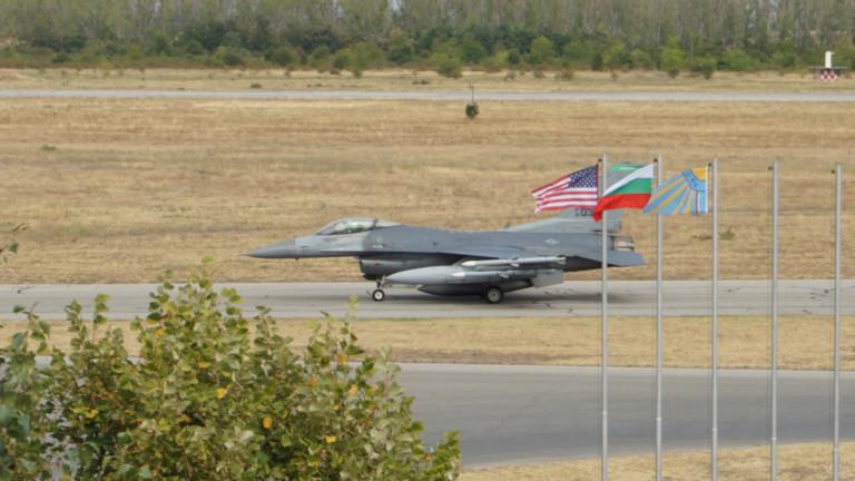 Американските екипажи на F-16 кацнаха на летище Граф Игнатиево за