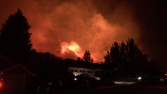 Голям пожар избухна в бежански център в Гърция