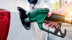 Бензинът поевтиня с 10% за месец. Ще пада ли още?