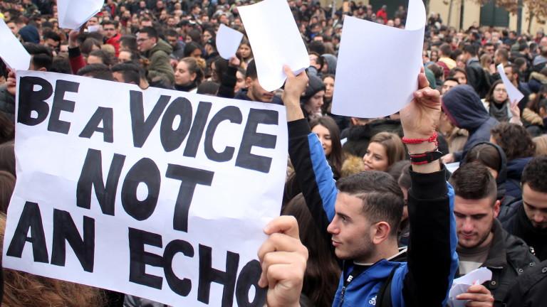 Албанското правителство твърди, че изпълнява исканията на студентите