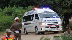 Спасиха 12-те момчета и треньора им от пещерата в Тайланд