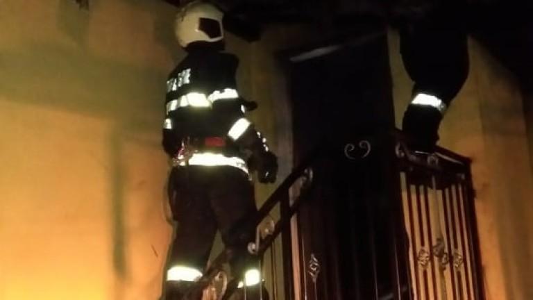 Пожар в центъра на София събра два екипа огнеборци