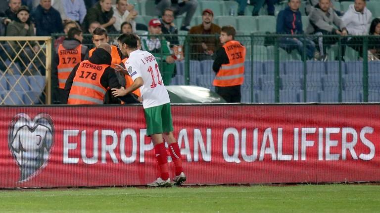 Английската футболна асоциация: Гнусни скандирания в София, но УЕФА вижда всичко!