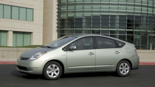 Toyota слага соларни панели на Prius