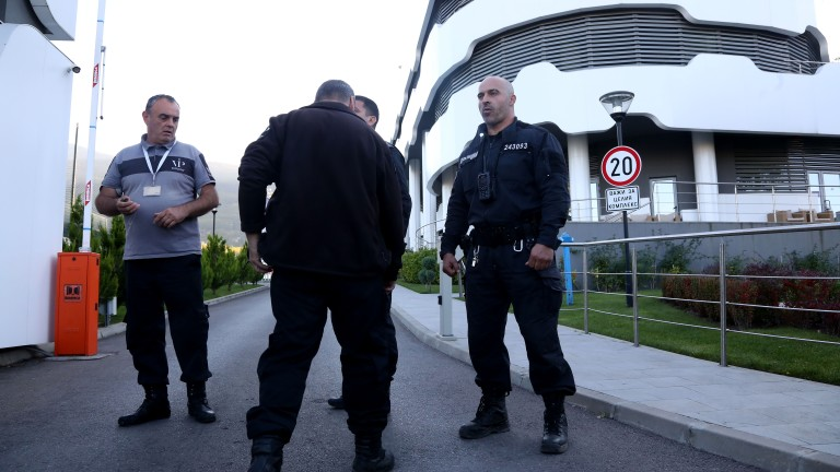 Петима служители на БФС са арестувани на базата в