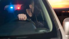 Дрогиран шофьор опита да избяга от полицията и се заби в стълб