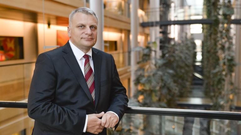"""Франция и Германия не отстъпват за пакета """"Мобилност"""", притеснен Петър Курумбашев"""