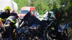 Загинал мъж след удар между кола и цистерна край Кресна