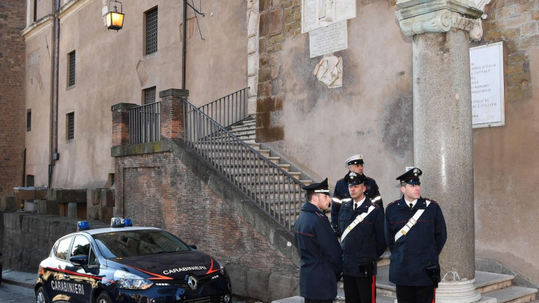 Град в Италия пропищя от ежеседмични бомбени атаки